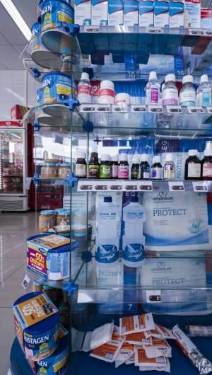 FORTALEZA, CE, BRASIL, 16-03-2020: Falta álcool em gel e máscaras para se proteger do Corona Vírus nas farmacias. (Foto: Thais Mesquita/O POVO)