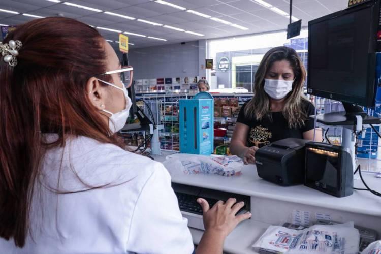 Artigos como máscaras estão em falta (Foto: Thaís Mesquita)