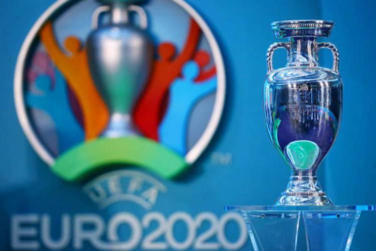 Taça da Eurocopa 2020, que será disputada em 2021 (Foto: Divulgação/Uefa)