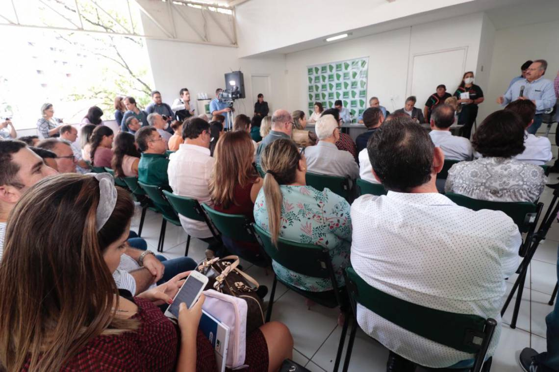 O debate,  proposto pela Associação dos Municípios do Estado do Ceará, contou com a presença do secretário de Saúde, Dr. Cabeto, que forneceu orientações técnicas de como lidar com o avanço do vírus COVID-19