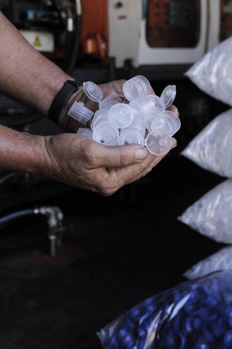 PRODUÇÃO da empresa saltou de 100 mil  para 500 mil artigos para embalagens de álcool em gel, de janeiro ao início de março