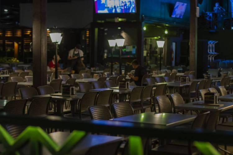 Restaurantes e bares estão fechados desde 20 de março (Foto: Fotos Aurélio Alves)