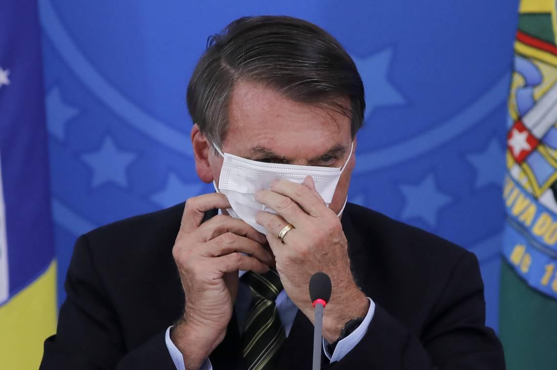 Bolsonaro briga com as máscaras