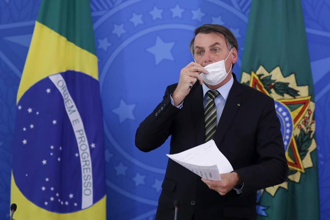 Brasília, em 18 de março de 2020, O presidente brasileiro Jair Bolsonaro fala durante uma coletiva de imprensa sobre a pandemia de coronavírus COVID-19 no Palácio do Planalto. (Foto de Sergio LIMA / AFP)