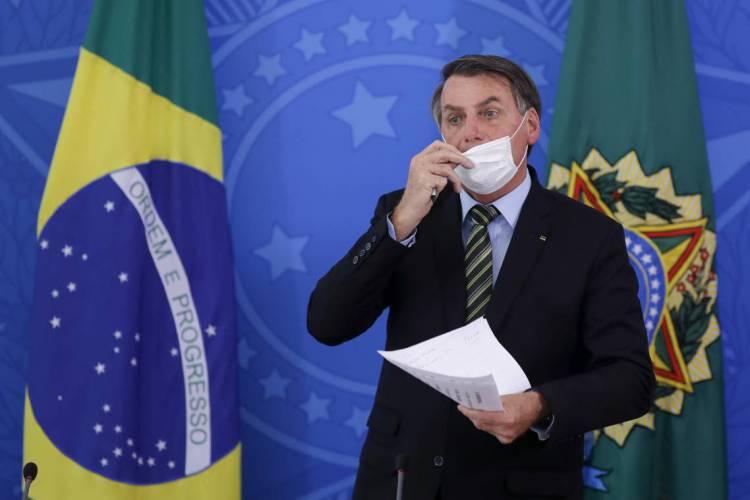 Brasília, em 18 de março de 2020, O presidente brasileiro Jair Bolsonaro fala durante uma coletiva de imprensa sobre a pandemia de coronavírus COVID-19 no Palácio do Planalto. (Foto de Sergio LIMA / AFP) (Foto: Sergio LIMA / AFP)