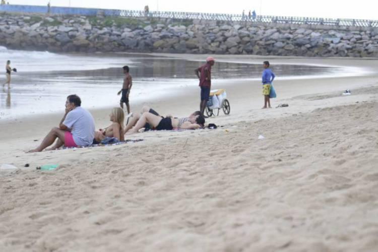 Movimentação na praia nesta sexta-feira, 20 (Foto: Bárbara Moira)