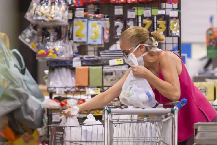 Trabalhos domésticos são realizados mais por mulheres que por homens (Foto: AURELIO ALVES)