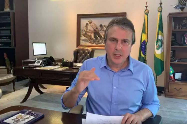 Camilo Santana durante transmissão ao vivo no Facebook (Foto: REPRODUÇÃO)