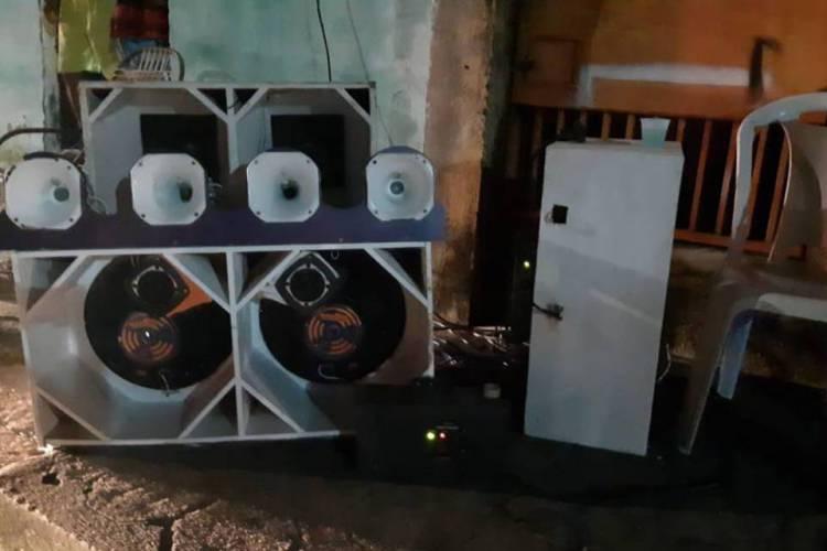 Operação apreende caixas de som, autua dono do estabelecimento e alerta população (Foto: Agefiz)