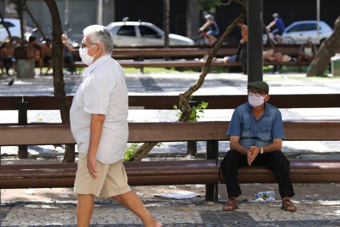PRAÇA DO FERREIRA, tradicional reduto de idosos em Fortaleza, em tempos do novo coronavírus