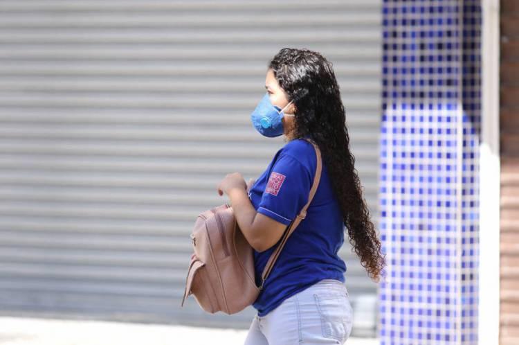 FORTALEZA, CE, BRASIL, 23.03.2020: Comportamento das pessoas em locais da cidade diante da pandemia de coronavírus. Praça do Ferreira.  (Fotos: Fabio Lima/O POVO)
