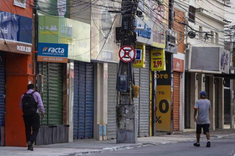 CENTRO DE Fortaleza nesta segunda-feira, 23: lojas fechadas e pouca circulação de pessoas