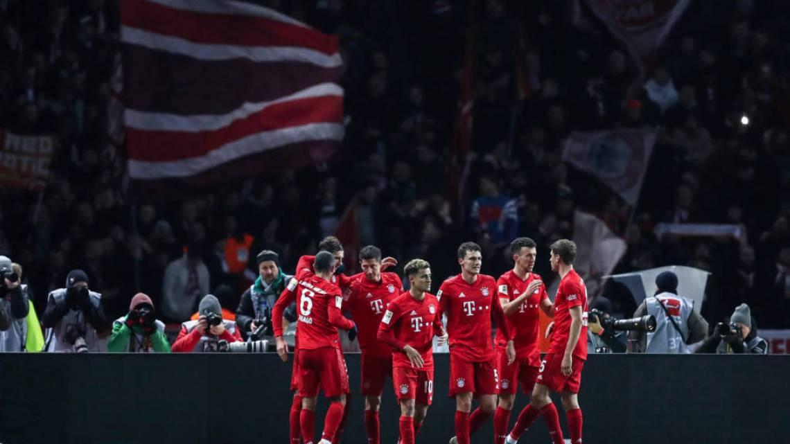 Jogadores do Bayern seguiram o exemplo dos atletas do  Borussia Mönchengladbach