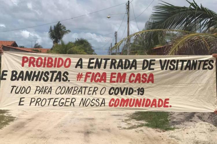 Os moradores iniciaram a fiscalização como forma de conter o avanço da Covid-19 na comunidade. Órgãos públicos auxiliam no bloqueio instalado