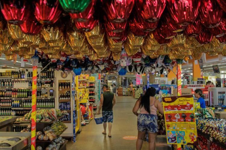 Os supermercados de Fortaleza funcionam normalmente durante toda Semana Santa e feriado da Páscoa (Foto: Beatriz Boblitz)