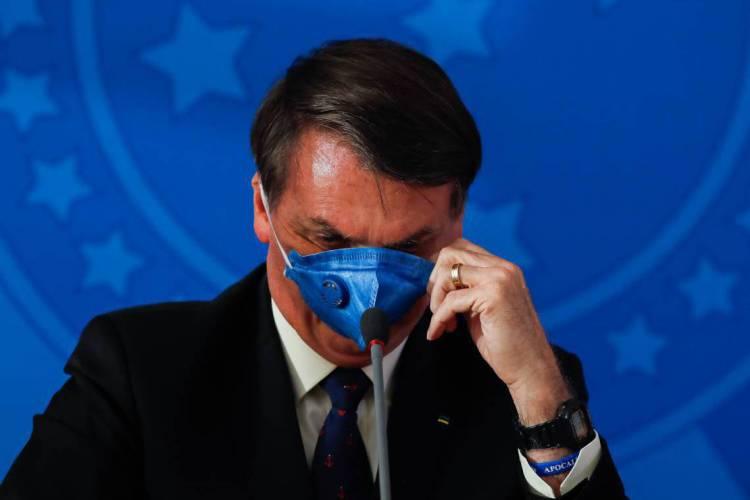Bolsonaro desdenha de máscara  (Foto: Sergio LIMA / AFP)