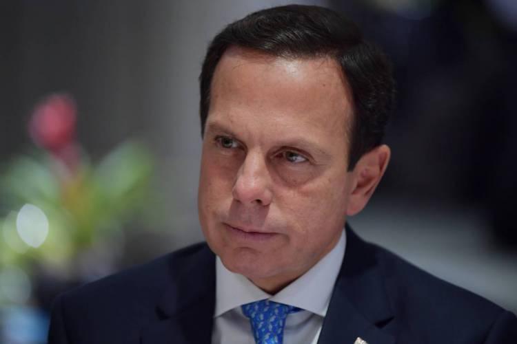 O governador de São Paulo, João Doria, fez o anúncio nesta terça-feira, 31, em coletiva de imprensa (Foto: NELSON ALMEIDA / AFP)