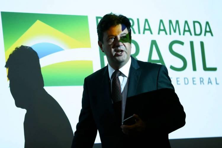 Até ontem, segunda, eram 23.430 casos confirmados e 1.328 mortes pelo coronavírus no Brasil. Na foto o ministro da Saúde, Luiz Henrique Mandetta (Foto: Marcelo Camargo/Agência Brasil)