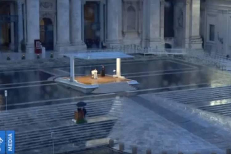 O papa Francisco fez celebração com a Praça São Pedro vazia (Foto: Reprodução)