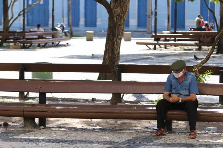 Praça do Ferreira, coração de Fortaleza, durante pandemia de coronavírus (Foto: Fabio Lima/O POVO)