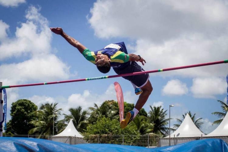 Jonny Paiva, no salto em altura  (Foto: Graziella Batista/MPIX)