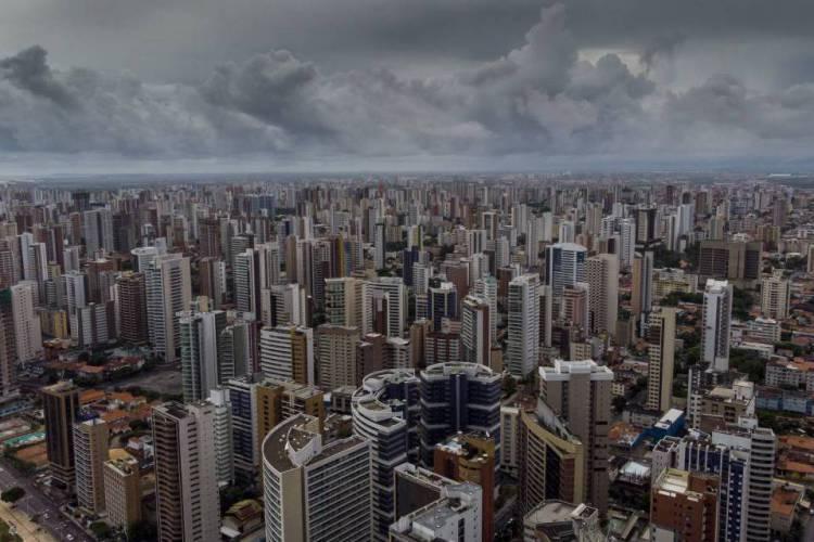 Fortaleza, Ceará Brasil 30.03.2020  Vista aérea da cidade de Fortaleza em um dia bonito pra chover  (Fco Fontenele/O POVO) (Foto: FCO FONTENELE)