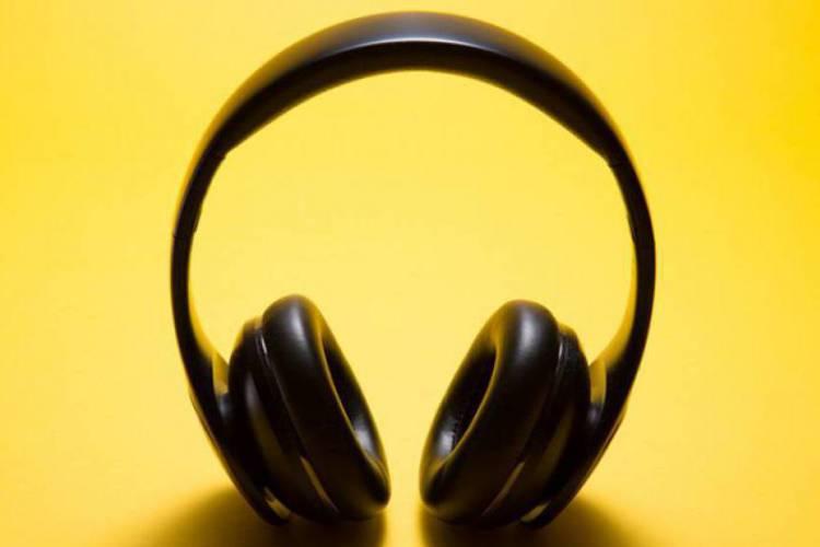 Pesquisa recebe respostas até 30 de outubro e visa reunir dados sobre o perfil sociodemográfico do mercado de podcasts brasileiro. (Foto:  Reprodução/Internet))