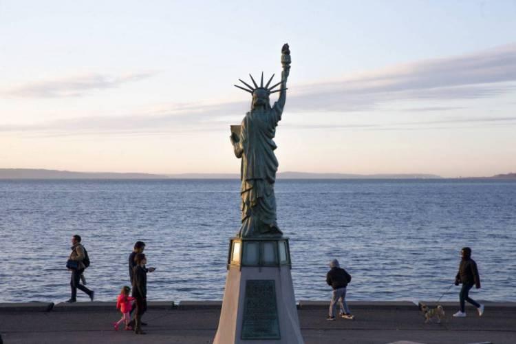 Governador Jay Inslee recomendou fortemente que moradores do estado de Washington praticamente o distanciamento social (Foto: Karen Ducey/Getty Images/AFP)