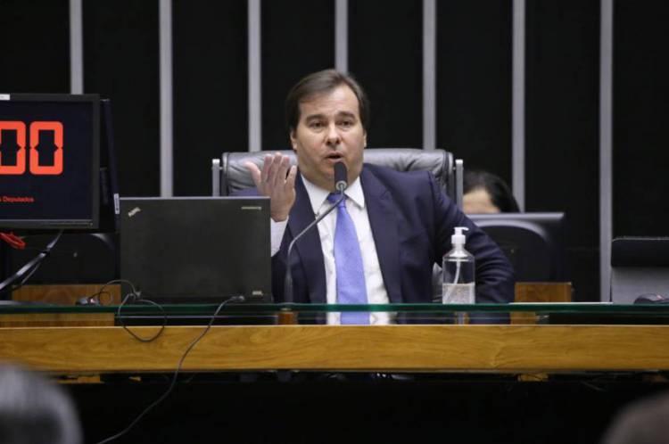 Rodrigo Maia preside os trabalhos