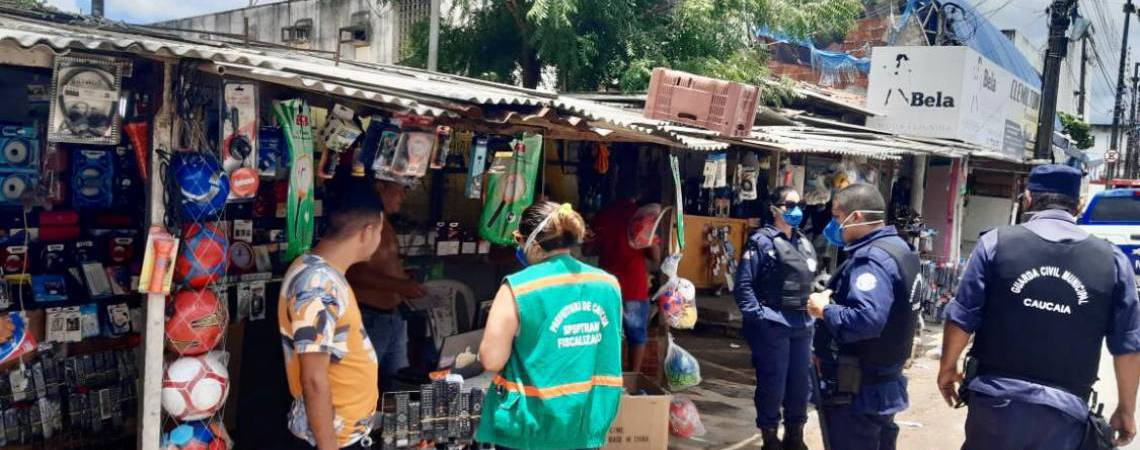 Prefeitura de Caucaia em ação em abril para fiscalizar o comércio e evitar aglomerações  (Foto: Divulgação/Prefeitura de Caucaia)