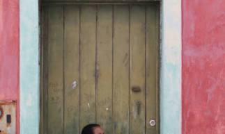 Aquiraz em 01 de abril de 2020, Movimentaçao de pessoas formando fila fora da uma agência do Bradesco em Aquiraz, devido a crise do coronavirus. (Foto Fabio Lima/O Povo) (Foto: Fabio Lima)