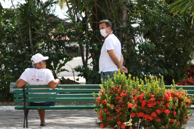 Em período de quarentena no Ceará, homens se colocam mais em risco do que mulheres (Foto: Fabio Lima)