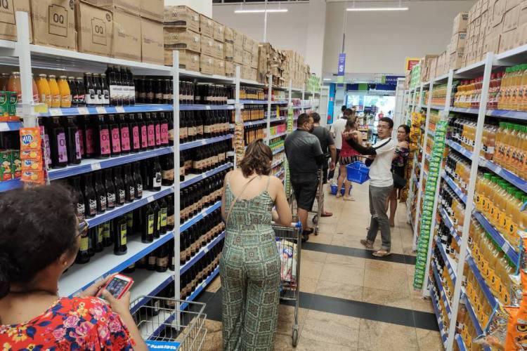 Alimentos registraram alta e pesam no bolso (Foto: PH Santos/Especial para O Povo)