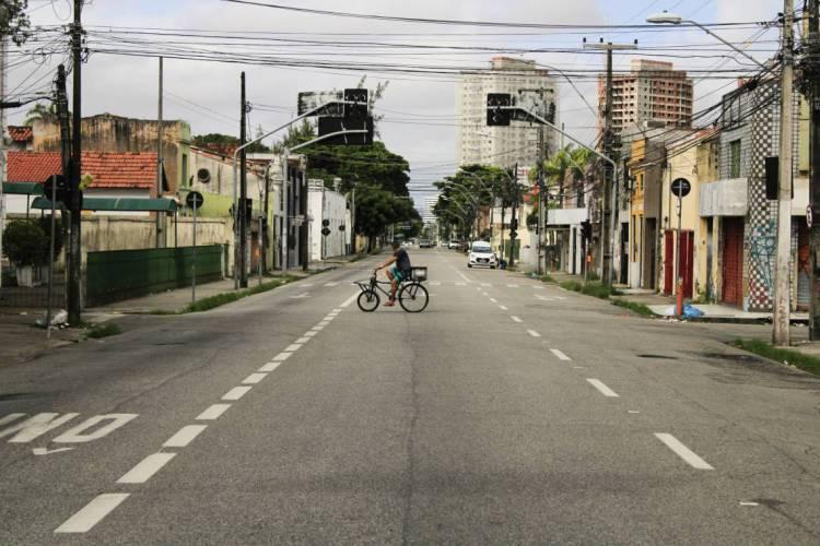 FORTALEZA, CE, BRASIL 02-04-2020: Avenida da Universidade durante período de isolamento social em Fortaleza (Foto: Sandro Valentim)
