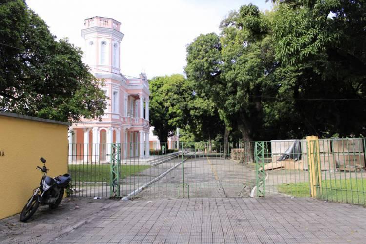 Universidade Federal do Ceará - UFC fechada em meio a Pandemia do novo Coronavírus  (Foto: Sandro Valentim)