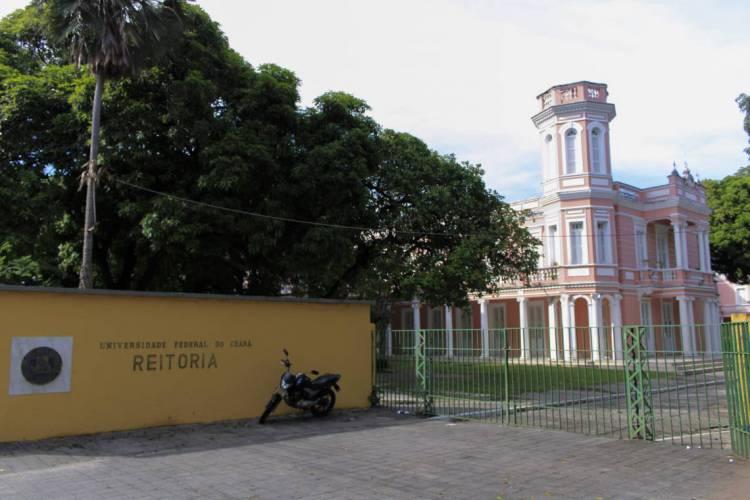 FORTALEZA, CE, BRASIL 02-04-2020: Fachada da Universidade Federal do Ceará - UFC em meio a Pandemia do novo coronavírus (Foto: Sandro Valentim/O POVO) (Foto: Sandro Valentim)