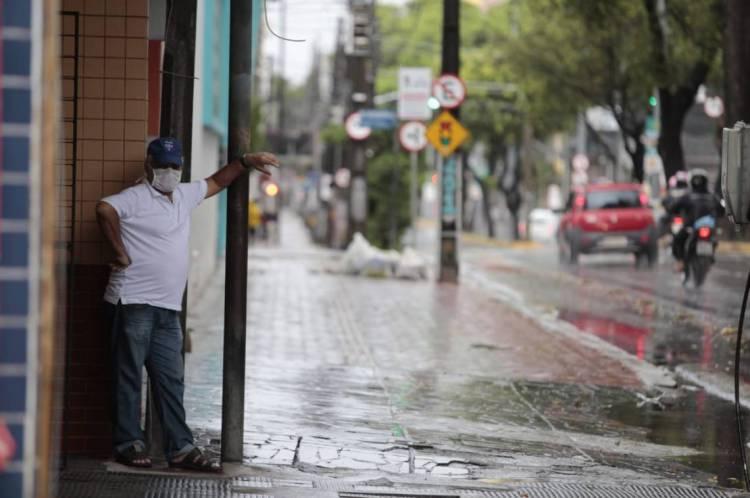 Fortaleza amanheceu com chuva neste sábado, 4 de abril
