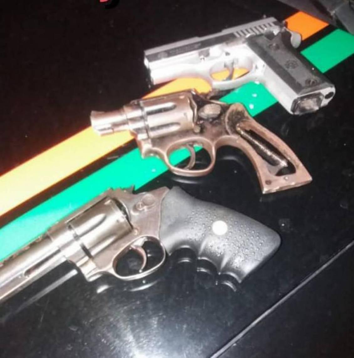 Armas apreendidas pelo Grupo Rodoviário da PMCE em Aquiraz