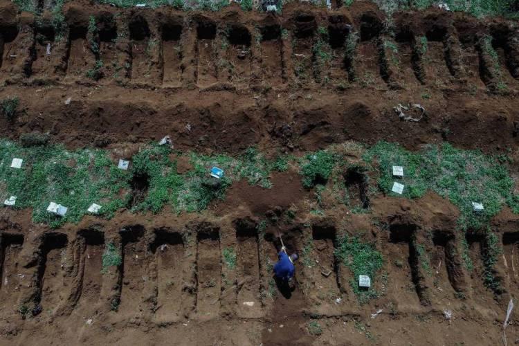 Número de enterros na cidade de São Paulo aumentou em quase 30% (Foto: NELSON ALMEIDA / AFP)