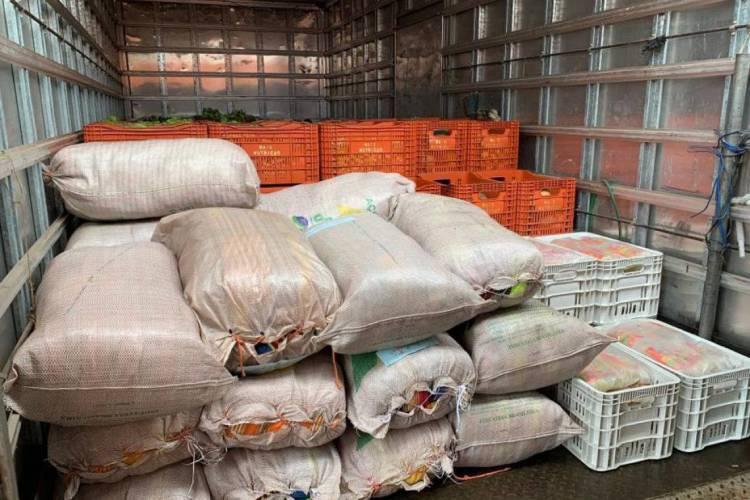 Alimentos, água e 300 redes de dormir foram enviadas aos municípios de Crateús e Quiterianópolis (Foto: Divulgação)