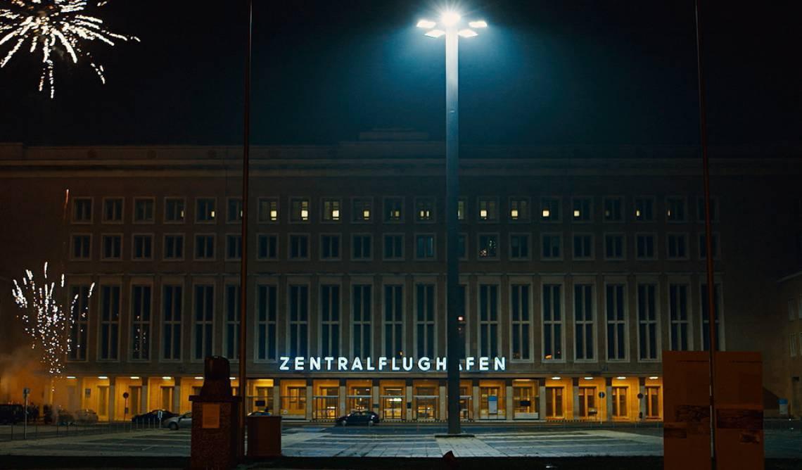 """""""Aeroporto Central"""", filme de Karim Ainouz estreia em abril nas plataformas on demand"""