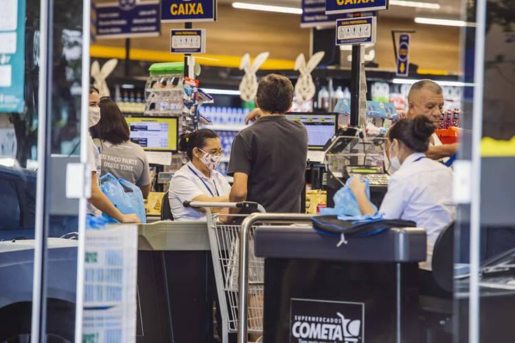 Na distribuição por faixas de inflação, 54,4% dos consumidores projetaram em setembro valores abaixo da meta de inflação de 4,0% perseguida pelo Banco Central em 2020 (Foto: Aurelio Alves/O POVO)