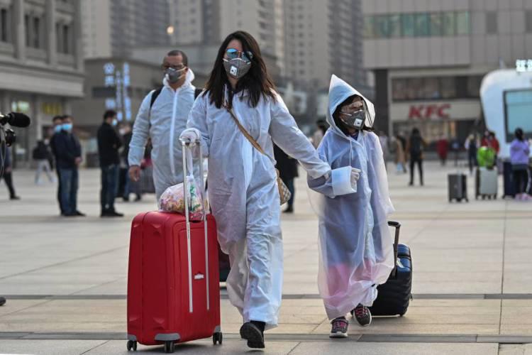 Confinamento em Wuhan encerrou após 76 dias  (Hector RETAMAL / AFP) (Foto: Hector RETAMAL / AFP)