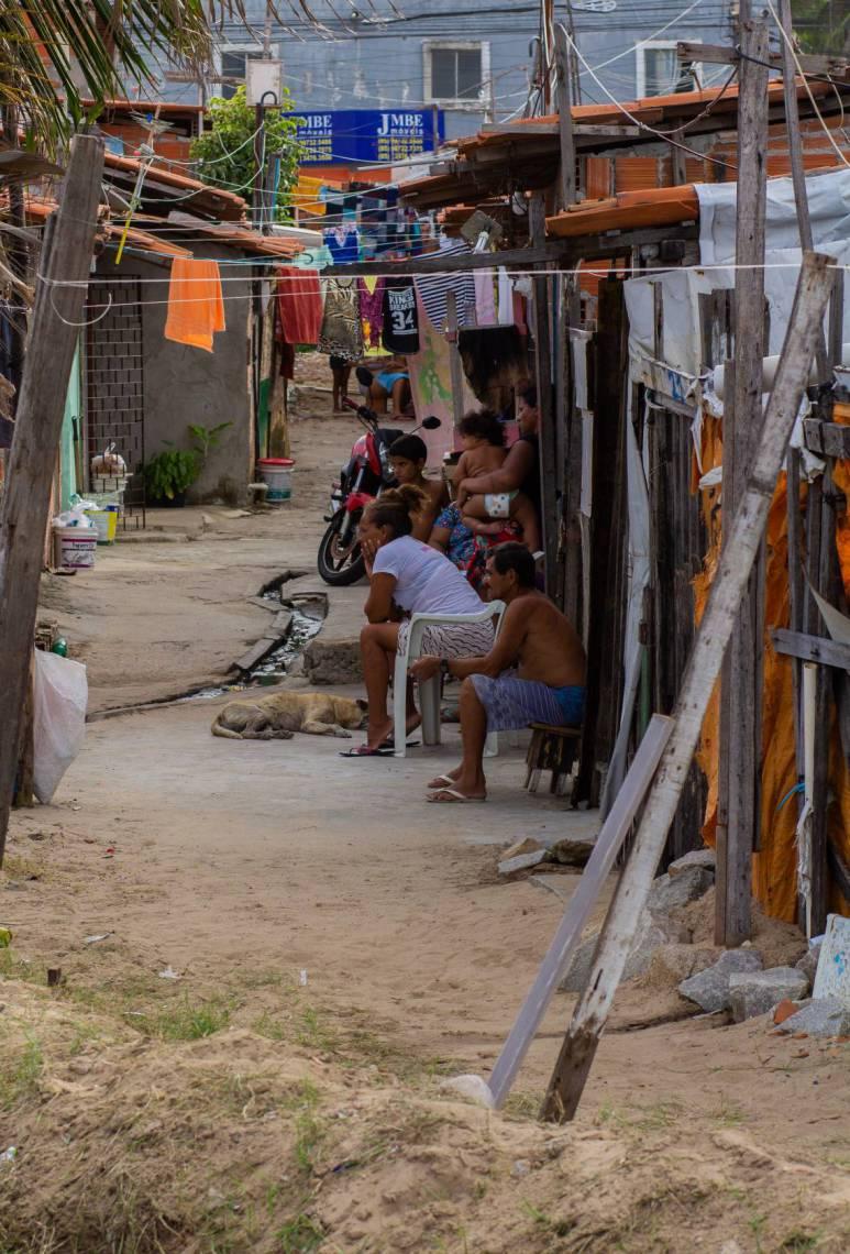 NA COMUNIDADE, 84 famílias vivem precariamente