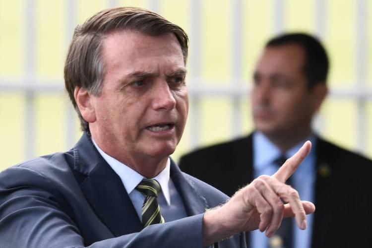 Presidente Jair Bolsonaro em frente ao Palácio da Alvorada (Foto: EVARISTO SA / AFP)