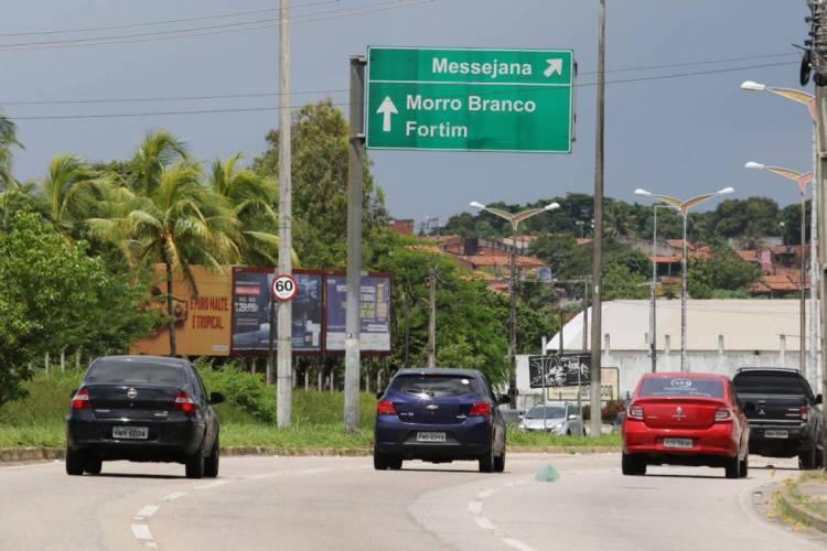 FORTALEZA, CE, BRASIL, 10.04.2020: Movimentação de carros saindo de Fortaleza pela Ce 040 para feriado da semana santa.  (Fotos: Fabio Lima/O POVO) (Foto: Fabio Lima)