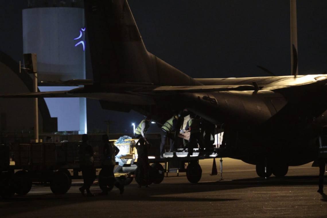 RESPIRADORES chegaram à Capital em avião da FAB