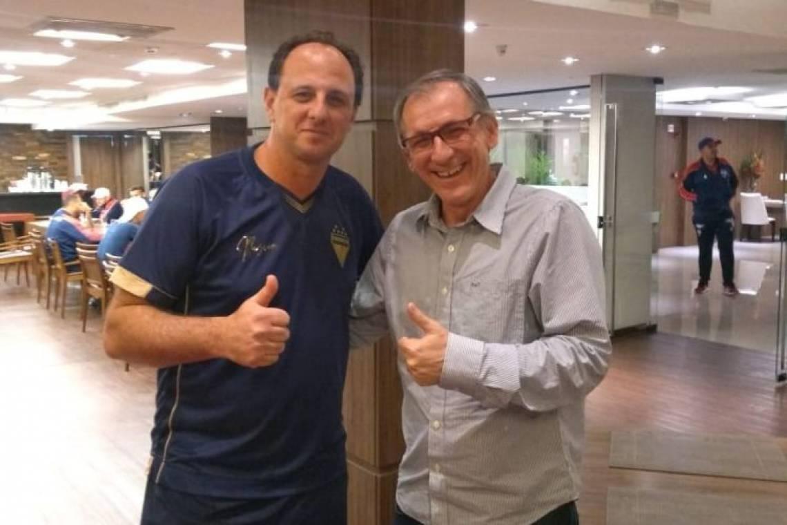 Luiz Carlos Cruz, técnico do acesso em 2002, ao lado de Rogério Ceni