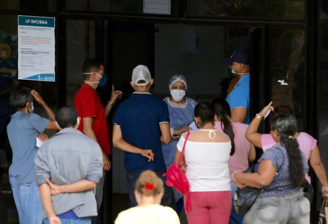 ENTRADA DO IJF: rede municipal de saúde está com capacidade esgotada. 13 pacientes de Covid aguardavam ontem vaga na UTI