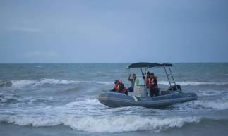 BEBERIBE, CE, BRASIL, 14-04-2020: Pescadores relataram que viram aviÄ.o bimotor cair em alto mar, CIOPS e Marinha fizeram uma varedura aerea de sobre a agua da Praia de Uruaú . (Foto: Aurelio Alves/O POVO)